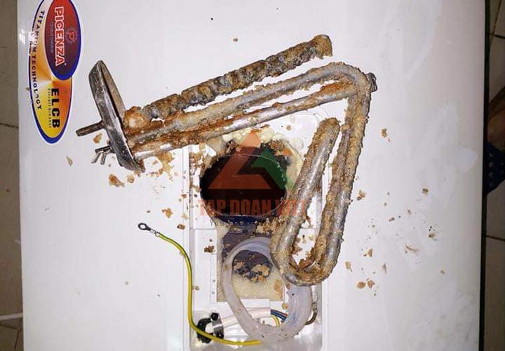 Sửa bình nóng lạnh Ferroli bị rò rỉ nước