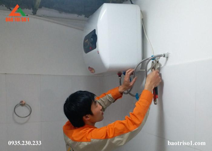 Sửa bình nóng lạnh bị chảy nước với giá cực ưu đãi