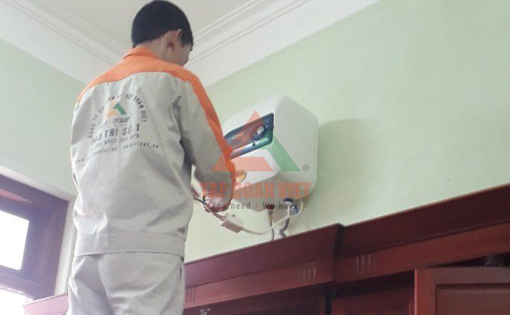 Thợ sửa bình nóng lạnh bị rò điện ngay tại nhà