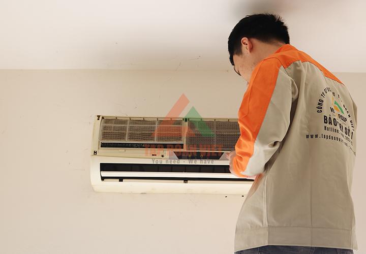 sửa điều hòa tại cổ nhuế - Nếu không vệ sinh dàn lạnh thường xuyên, sự cố rò rỉ nước chắc chắn sẽ xảy ra