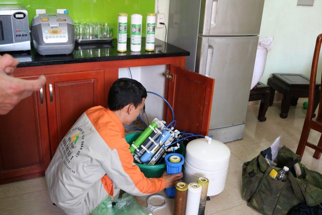 Sửa máy lọc nước an toàn tại nhà