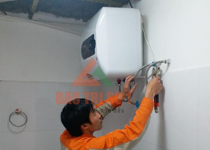 Kỹ thuật viên sửa Dịch vụ sửa bình nóng lạnh tại đảm bảo hết lỗi nhanh nhất