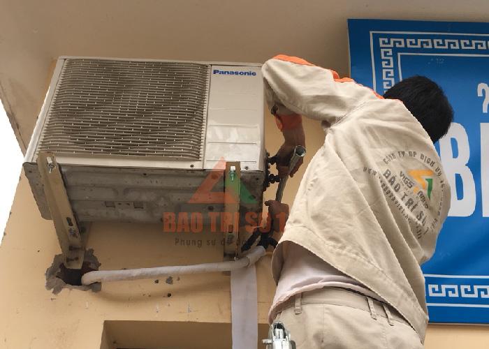 dịch vụ sửa điều hòa - Việc lắp đặt điều hòa treo tường tương đối phức tạp vì dàn nóng, dàn lạnh tách riêng biệt